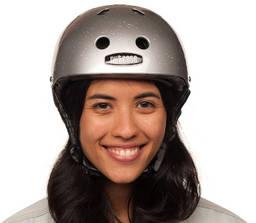 Pige med nutcase cykelhjelm