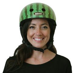 Kvinde med vandmelon hjelm fra Nutcase